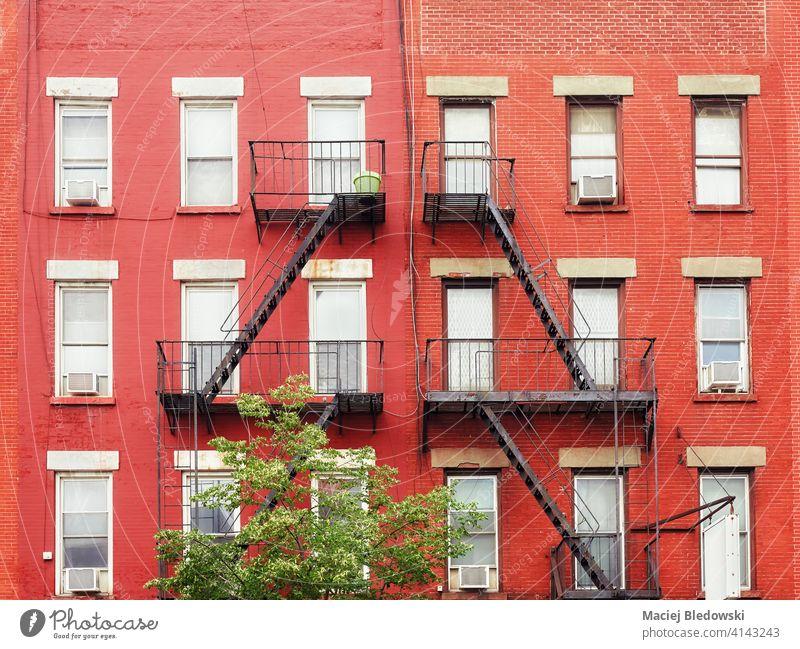 Alte rote Backsteingebäude mit eisernen Feuerleitern, New York City, USA. New York State Wand Großstadt alt Gebäude Feuertreppe Stadthaus neu Haus heimwärts