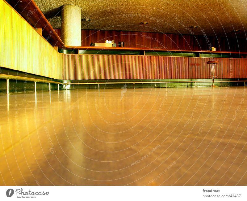Bar jeglichen Besuchs Stil Holz Architektur leer Säule Schwung Gastronomie Hocker