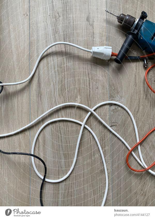 kabelsalat. Baustelle Maschine Kabel Kabelsalat Elektrizität Technik & Technologie Elektrisches Gerät Bohrmaschine Energiewirtschaft Elektronik durcheinander