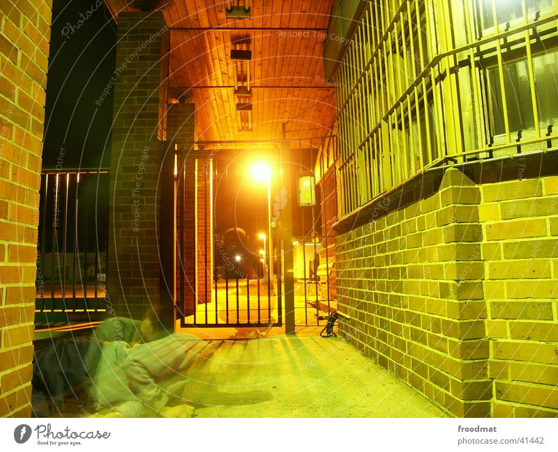 nachtgestalten Fenster Mauer Dach Tor Laterne Geister u. Gespenster Gitter