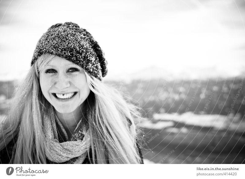 schnee-wittchen feminin Junge Frau Jugendliche Kopf Haare & Frisuren Gesicht Landschaft Eis Frost Piercing blond langhaarig Freude Glück Fröhlichkeit
