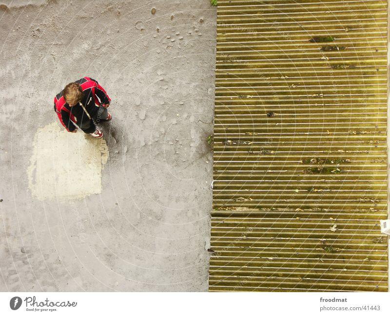 von oben herab Mensch Mann Beton verfallen zweiteilig Blechdach