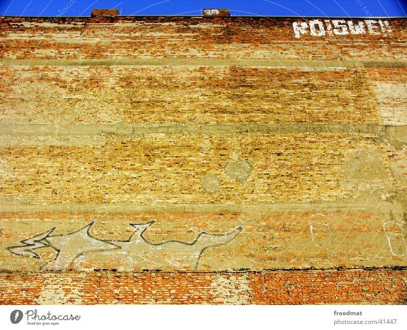 viel Mauer = wenig Himmel frontal sehr wenige Backstein Cottbus Fototechnik Graffiti blau Schornstein alt verfallen