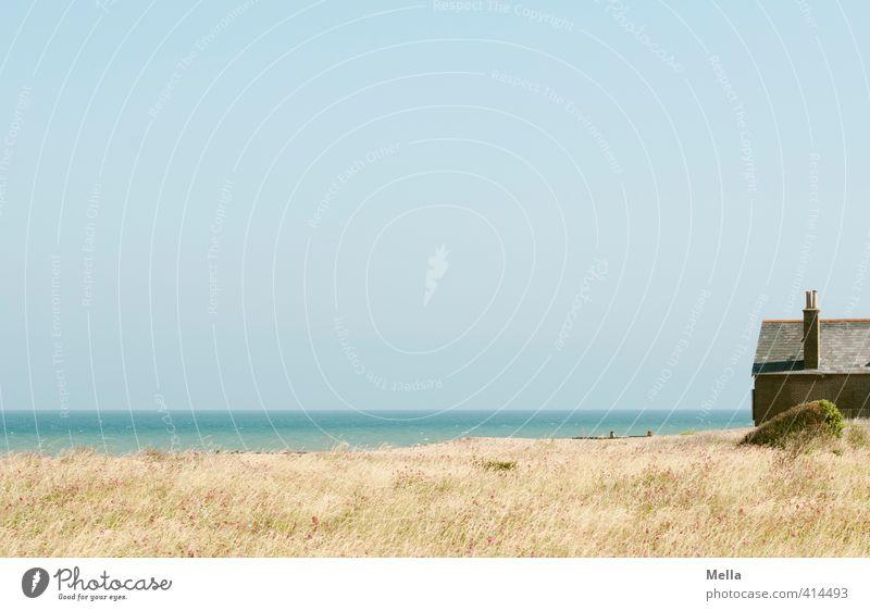 Weit übers Meer Himmel Natur Ferien & Urlaub & Reisen blau Landschaft ruhig Strand Haus Ferne Umwelt Wiese Gras Küste natürlich Horizont