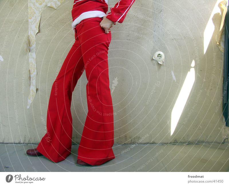 Steckdose Frau alt rot Stil Beine Mode Tapete Gegenteil Anschnitt Faust Staub Steckdose Fortschritt Lichteinfall provokant Hand