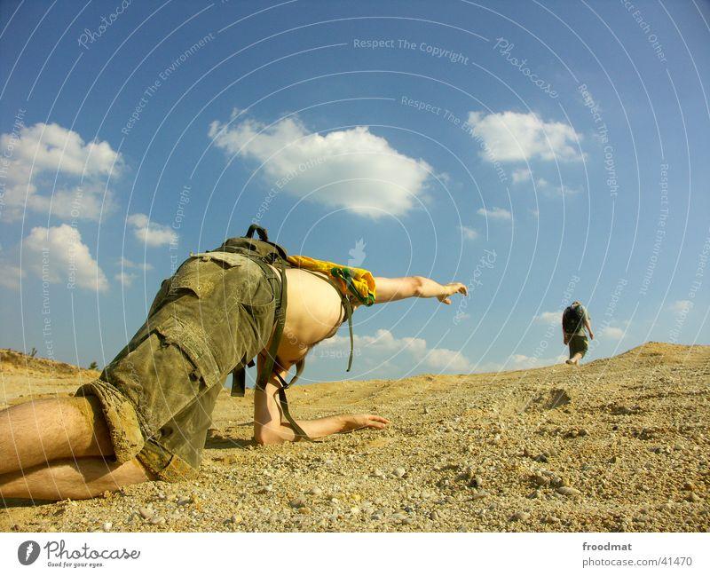 Hoffnungsschimmer Mensch Himmel Sonne Sommer Wolken Tod Wärme Sand dreckig wandern Physik Müdigkeit Tourist Kies Staub