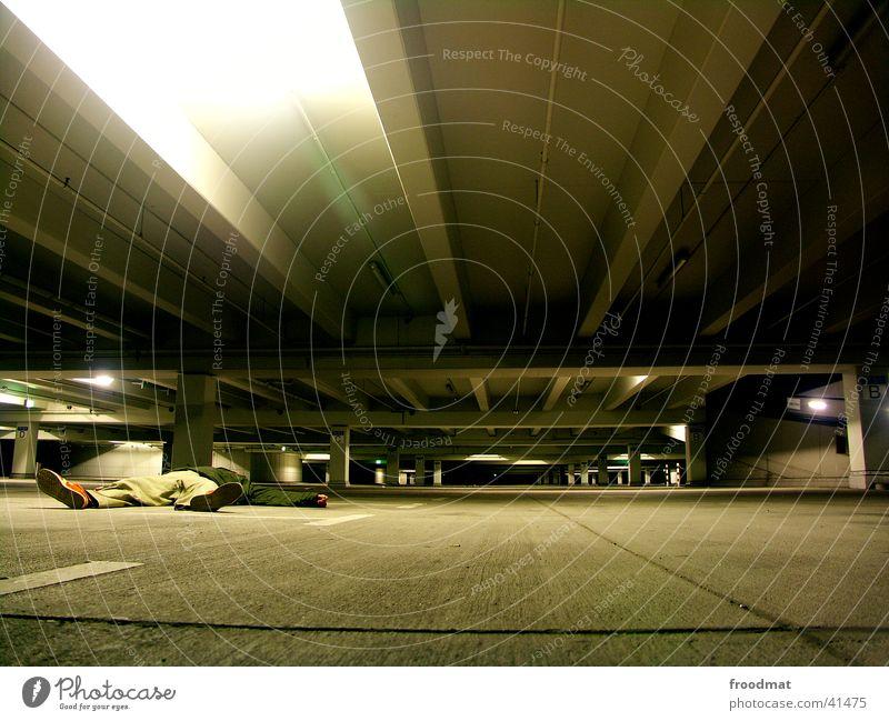 Parkhausierer #2 kalt PKW Beton leer Bodenbelag liegen Köln tief parken Garage Deckenbeleuchtung