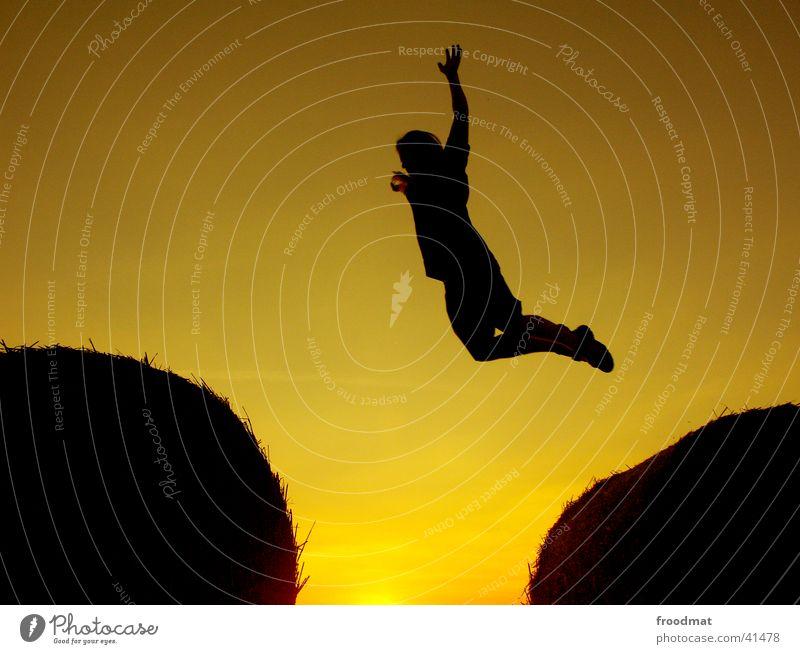 Sonntag #1 Erholung Sonnenuntergang Brigade springen Silhouette Physik Dämmerung Aktion Gegenlicht sehr wenige Fototechnik Luftverkehr Getreiderollen Schatten