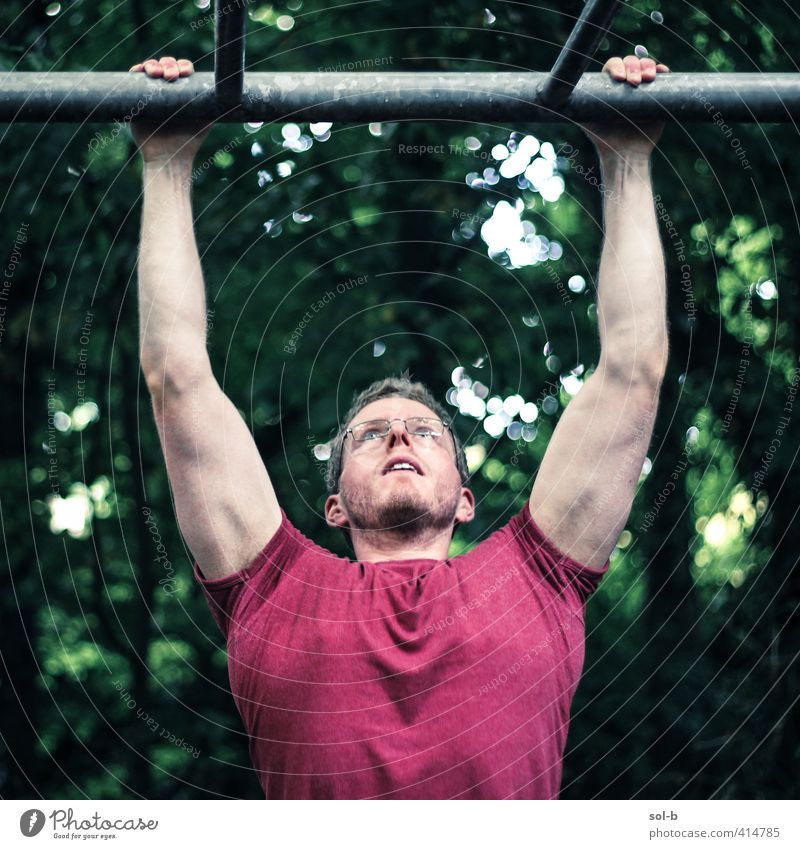 Mensch Natur Jugendliche grün rot Erwachsene Junger Mann 18-30 Jahre Leben Gesundheit natürlich maskulin Kraft Erfolg Macht Fitness
