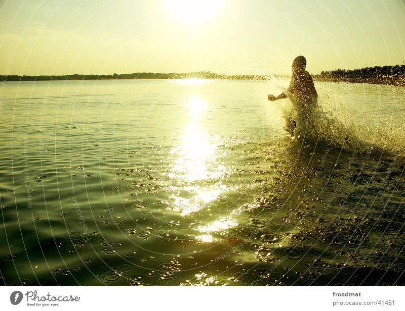 Wasser spritzt nass #3 Sonne Sommer Strand Freude See Stimmung Schwimmen & Baden Wassertropfen Aktion rennen Dynamik Wasserspritzer Baggersee