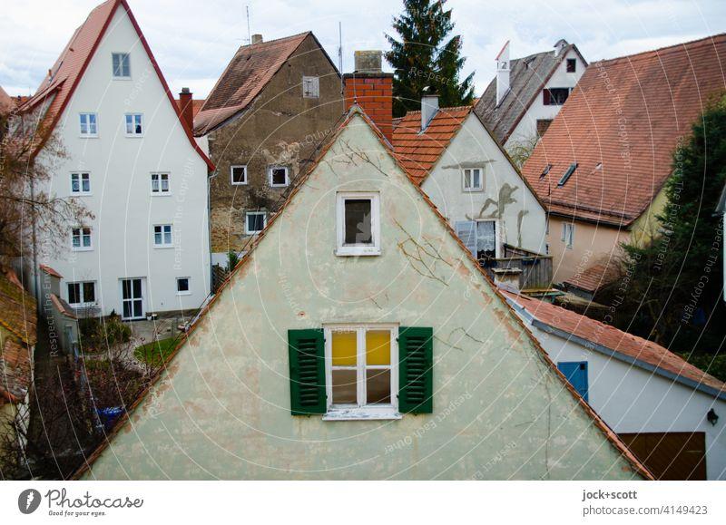 dreieckige Wand, die von einem schrägen Dach gebildet wird Altstadt Panorama (Aussicht) Stadtansicht Architektur Nördlingen Dachlandschaft Giebeldächer Fassade