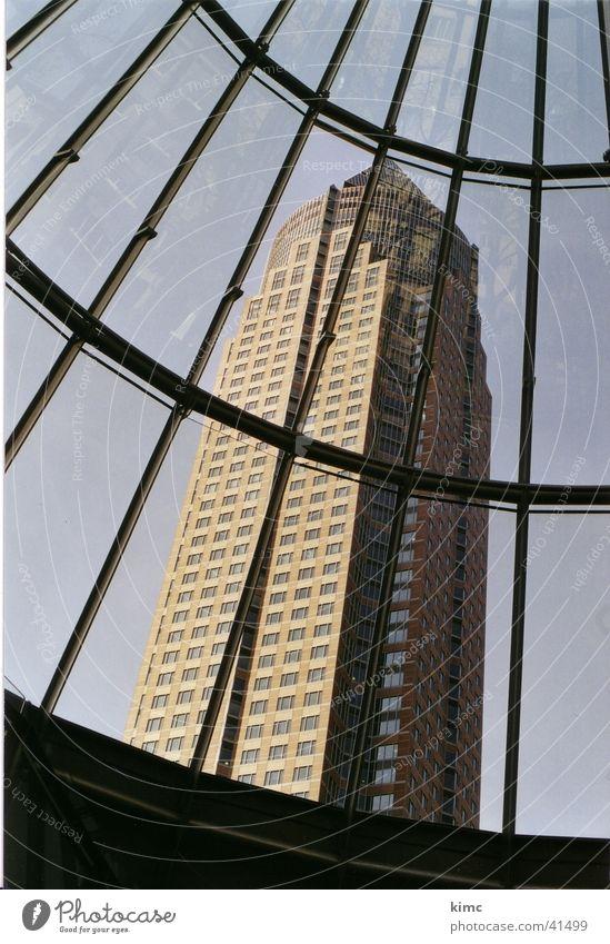 Messeturm Frankfurt Frankfurt am Main Gebäude Hochhaus Kunst historisch Architektur aus Kuppe Sehenswürdigkeit Himmel