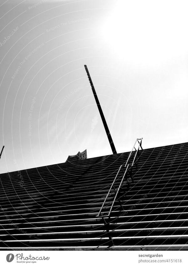 Auf die Spitze getrieben Elbphilharmonie Hamburg Schwarzweißfoto Treppe Kontrast Kontrastreich Geländer Gebäude Architektur architektonisch Sehenswürdigkeit