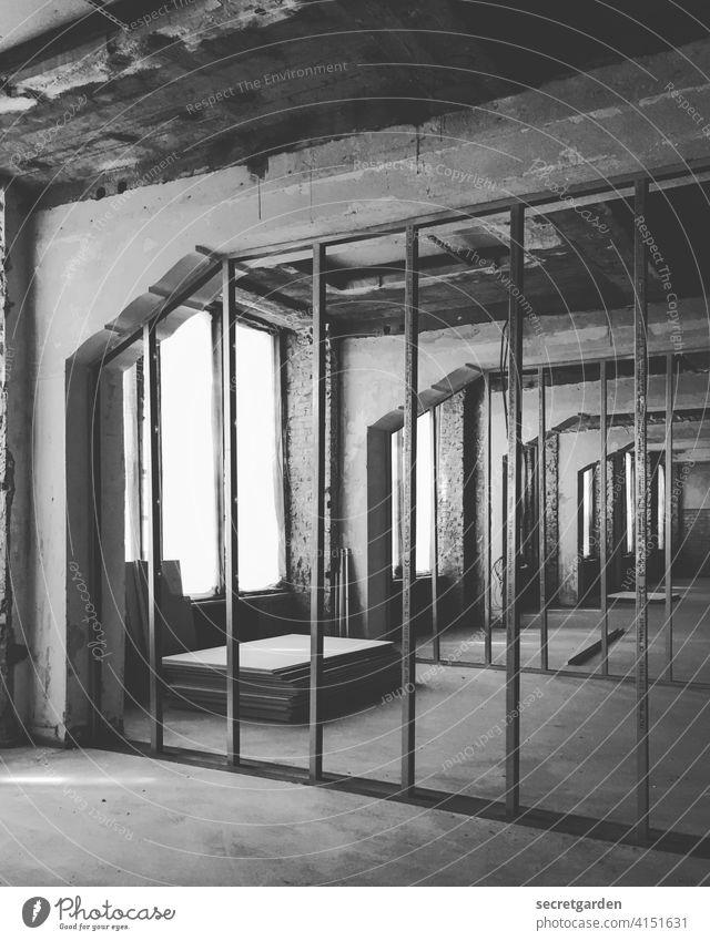 Ordnung auf dem Bau I Baustelle Architektur Bauwerk Menschenleer bauen Arbeitsplatz Arbeit & Erwerbstätigkeit Handwerk Beton Gebäude Tag Handwerker Beruf Wand