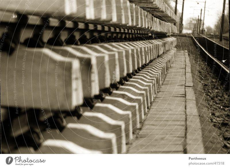 Gleise Einsamkeit warten Eisenbahn Gleise Handwerk
