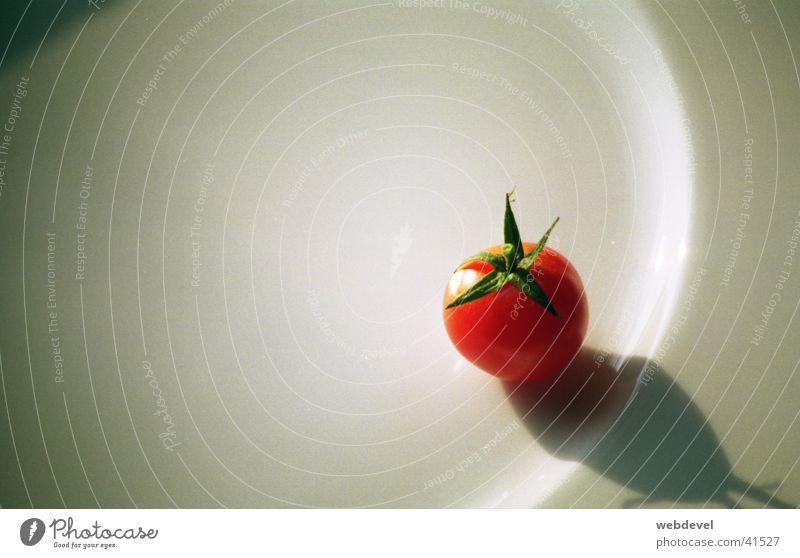 kleine_tomate Ernährung Einsamkeit Punkt Stillleben Tomate rot-weiß
