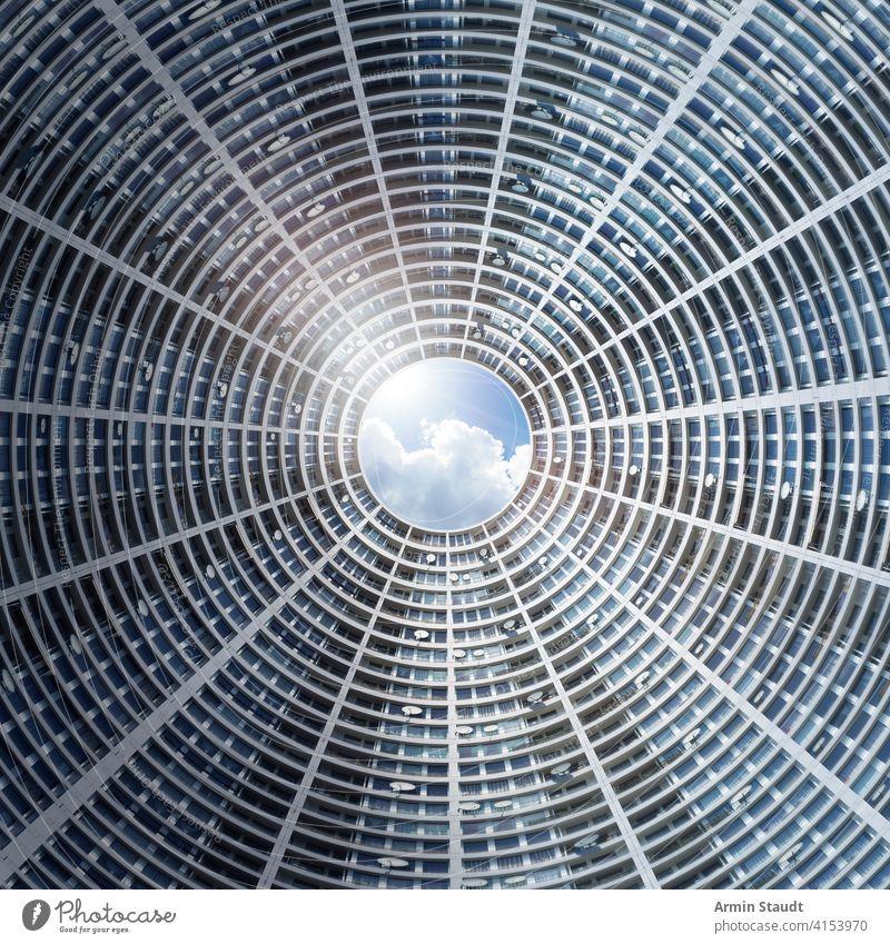 Komposition, Hof eines Wolkenkratzers mit Satellitenschüsseln abstrakt Verwaltung architektonisch Architektur künstlich Hintergrund blau hell Gebäude Business