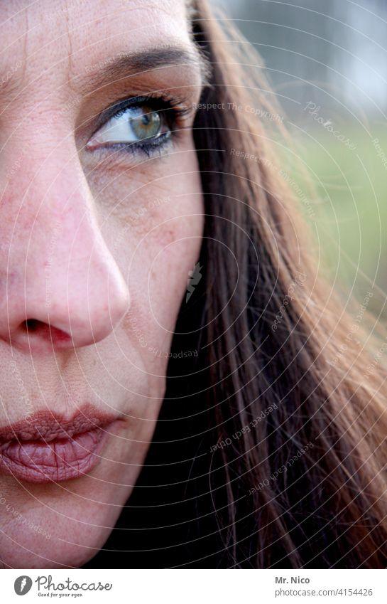 Gesichtshälfte Haare & Frisuren Porträt feminin Frau Lippen Mund Nase Auge Kopf langhaarig natürlich Gesichtsausschnitt selbstbewußt Gesichtsausdruck schön
