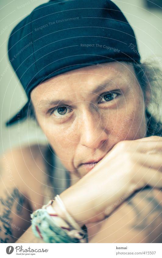 You might have hidden a frown Mensch Frau Jugendliche Hand Erwachsene Gesicht Auge 18-30 Jahre Leben Gefühle feminin Stil Kopf Lifestyle Nase Coolness