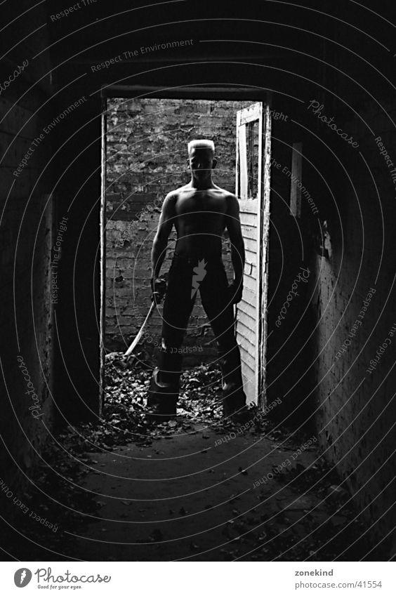 danger zone Mann dunkel Schwert