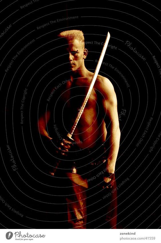 secret Mann dunkel braun Waffe Schwert