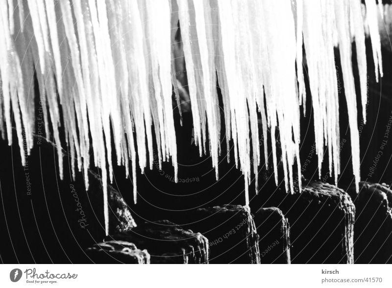 Eiszapfen Wasser kalt Holz Frost Spitze gefroren Steg