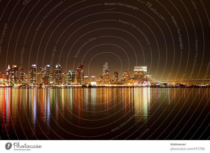 Die Skyline von San Diego bei Nacht Reichtum schön Tourismus Meer Spiegel Natur Landschaft Himmel Küste Stadt Hafenstadt Stadtzentrum Hochhaus Brücke Gebäude