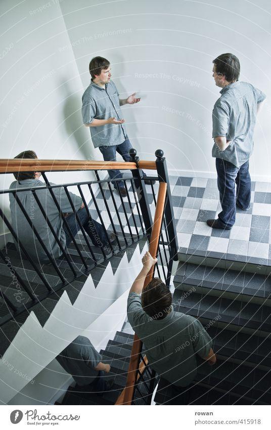 ruhe im treppenhaus! Mensch Mann Jugendliche Erwachsene Junger Mann sprechen Menschengruppe außergewöhnlich träumen maskulin Treppe Häusliches Leben verrückt Kommunizieren einzigartig Wut