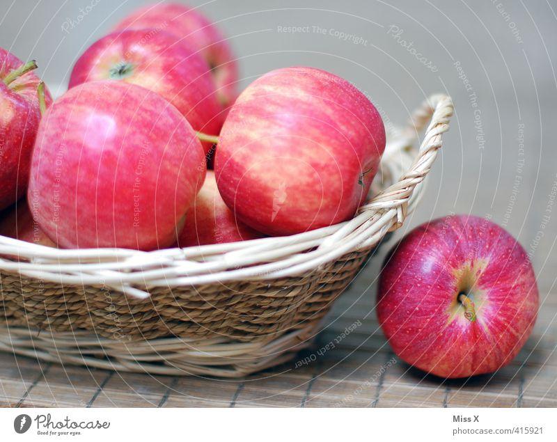 Apfelkörbchen Lebensmittel Frucht Ernährung Frühstück Picknick Bioprodukte Vegetarische Ernährung frisch Gesundheit lecker süß rot Gesunde Ernährung braeburn
