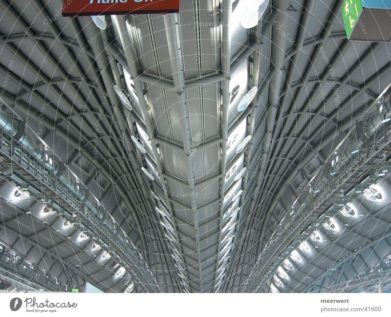 wo geht's lang? Stahl Architektur Decke Wegweiser Wege & Pfade Strukturen & Formen