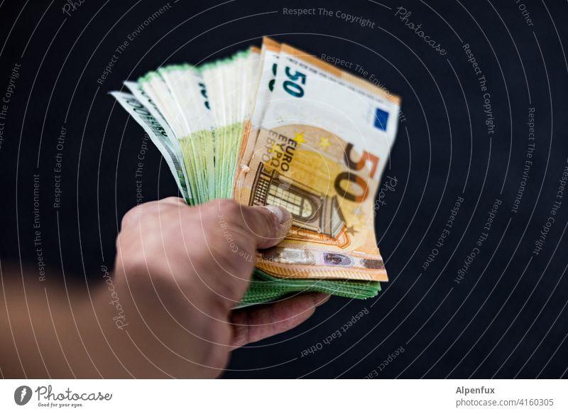 Geben ist seliger denn nehmen Geld Geldscheine Euro Bargeld Kapitalwirtschaft Reichtum Einkommen bezahlen sparen Finanzen Geldinstitut Erfolg Vermögen