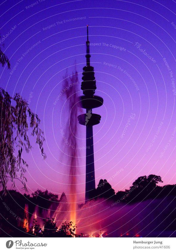 TeleMichel Planten un Blomen - Park Dämmerung Sommer Wasserfontäne Gebäude Architektur Hamburg Wasserspiele Turm Abend Fernsehturm Silhouette Farbverlauf