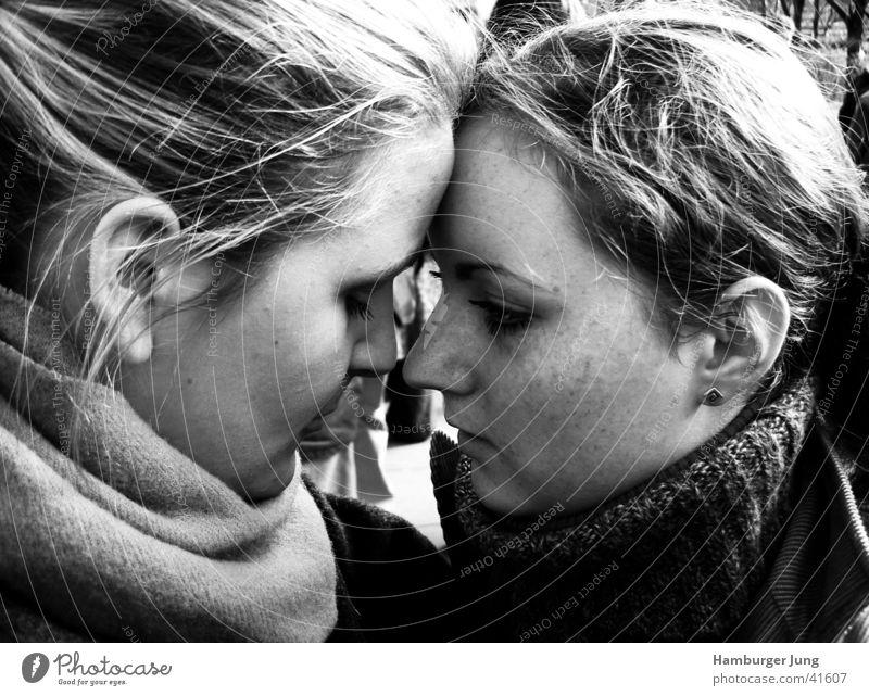 Vertrauen Frau Gefühle Freundschaft Nase Zuneigung trösten Bildung