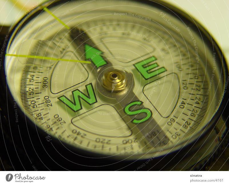 Kompass wandern Osten Süden Norden Orientierung Kompass Weste