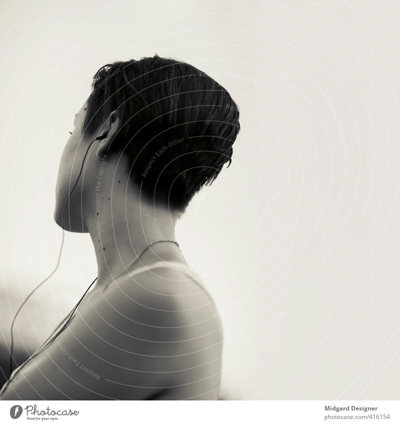 Lisa feminin Junge Frau Jugendliche Erwachsene 1 Mensch 13-18 Jahre Kind 18-30 Jahre Musik Musik hören kurzhaarig trendy einzigartig grau Gefühle Stimmung