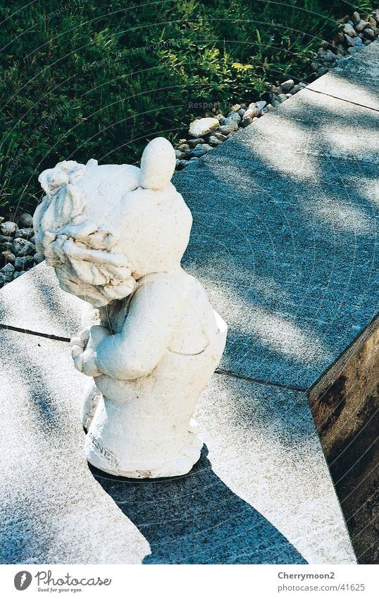 Hans guck in die Luft weiß stehen Dinge Junge Garten Nase