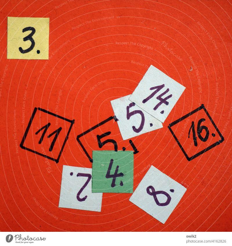 Zahlen bitte Ziffern & Zahlen Schilder & Markierungen Detailaufnahme Menschenleer eckig einfach Nahaufnahme Totale Reihenfolge Spiel Nummern Farbfoto Zeichen