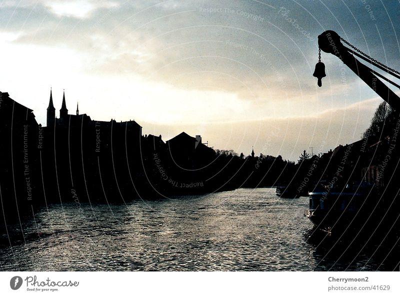 Bamberg Anlegestelle Stadt Wolken Abenddämmerung dunkel Europa Hafen Fluss Wasser Siluette