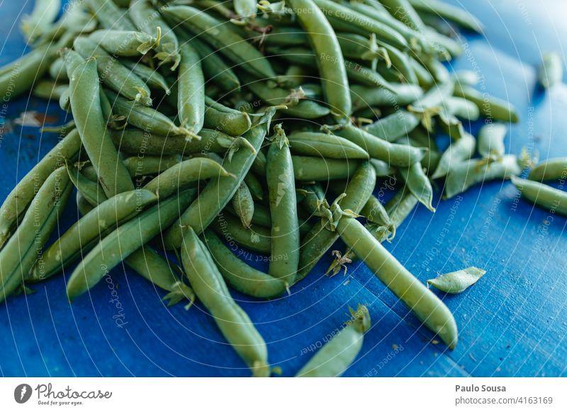 Frische Erbsen frisch Bioprodukte Gemüse Vegetarier grün Farbfoto Ernährung Lebensmittel Gesundheit Vegetarische Ernährung Foodfotografie Essen