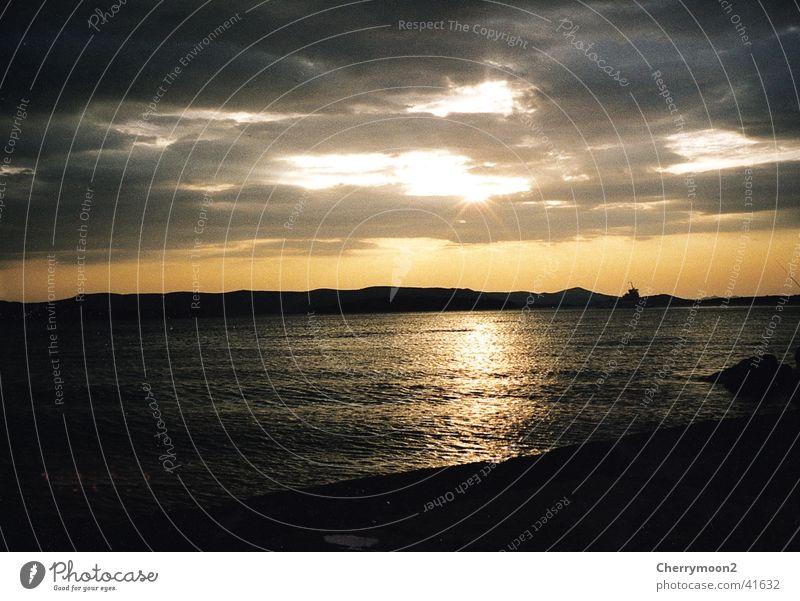 Meerblick Sonnenuntergang Ferne Wolken Reflexion & Spiegelung Ferien & Urlaub & Reisen Romantik Ostsee Abenddämmerung Wasser ruhig
