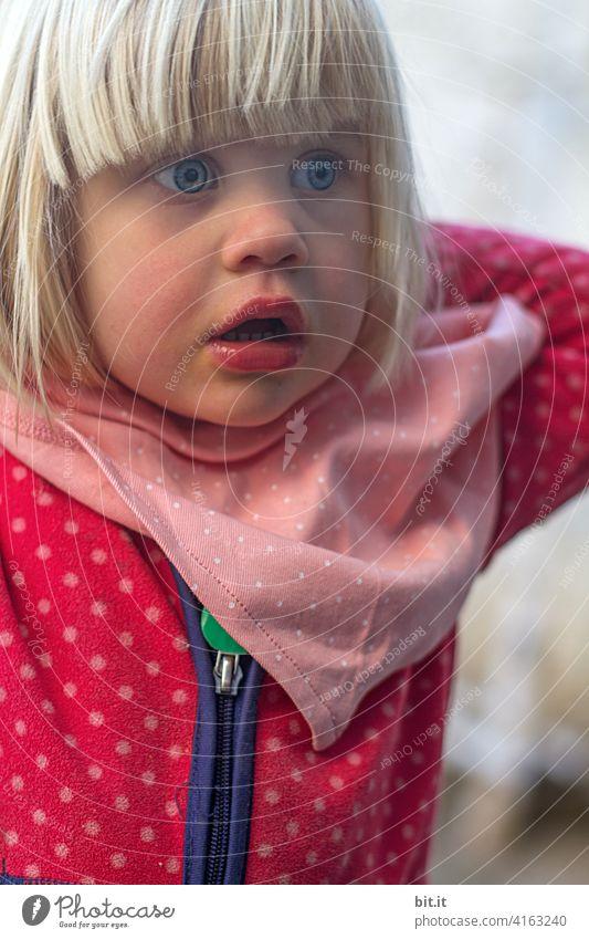 Ich find vor lauter Pünktchen, den Punkt nicht mehr... Mädchen Kind Punktmuster rosa pink große Augen kulleräugig niedlich süß Porträt Kindheit Gesicht