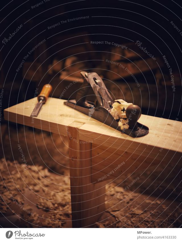 möbelbau mit hobel Holz Hobel Handwerk Arbeit & Erwerbstätigkeit Handwerker Beruf Arbeitsplatz Menschenleer bauen Werkzeug Detailaufnahme Tischler Möbel