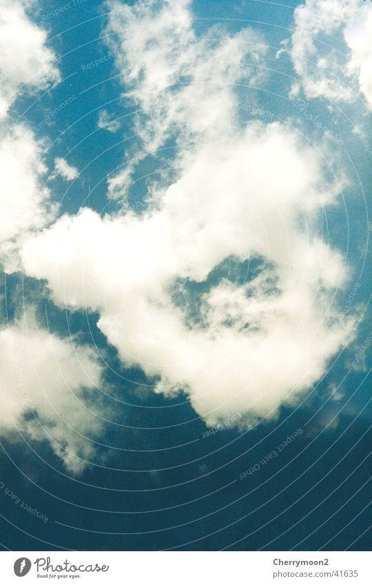 Wolkenkringel Kreis luftig weiße Wolke Blauer Himmel Wetter hoch oben Strukturen & Formen