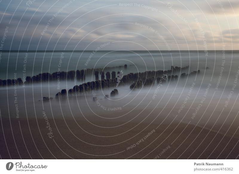 Foggy spur dike Himmel Ferien & Urlaub & Reisen Meer Landschaft Wolken Strand Umwelt Bewegung Küste Freiheit Stein Sand Horizont Wellen Schönes Wetter Insel