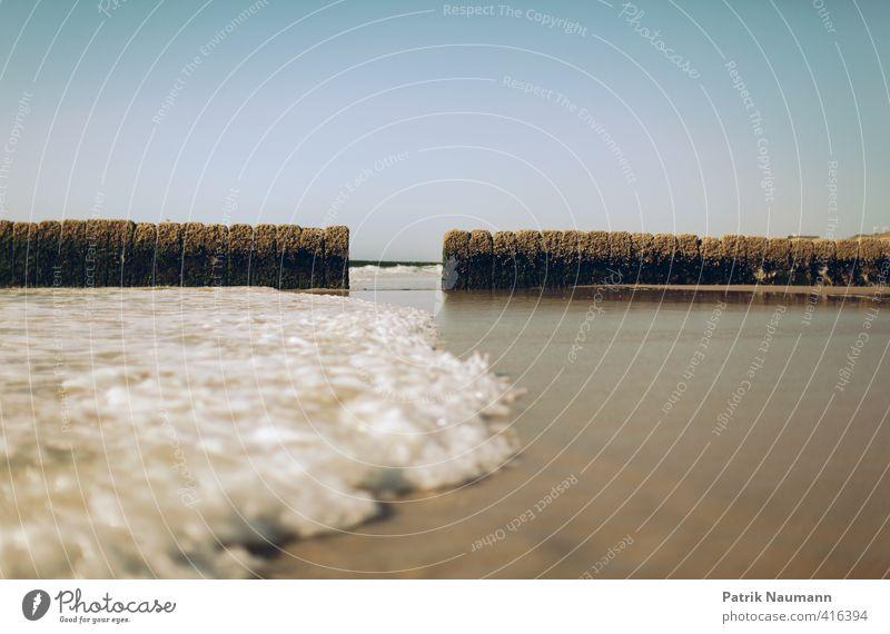 Ebbe und Flut Umwelt Wasser nur Himmel Wolkenloser Himmel Schönes Wetter Wind Wellen Küste Nordsee Meer Insel Sylt blau türkis weiß Macht gefährlich ästhetisch