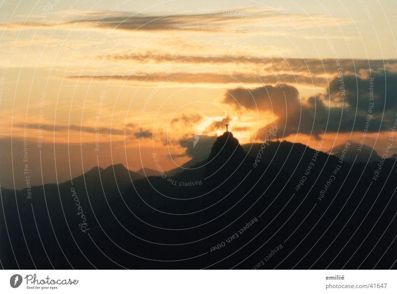 Corcovado Corcovado-Botafogo Rio de Janeiro Abenddämmerung Wolken Sehnsucht ruhig Südamerika Himmel friedlich Schutzpatron