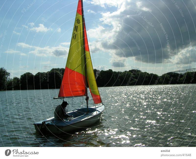 Flaute Wasser Himmel ruhig Wolken Einsamkeit Sport See orange Segeln Segelboot