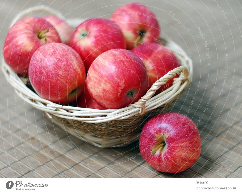 Apfelkorb Lebensmittel Frucht Ernährung Bioprodukte Vegetarische Ernährung Diät frisch Gesundheit lecker süß Obstkorb Mahlzeit Vesper Zutaten Farbfoto