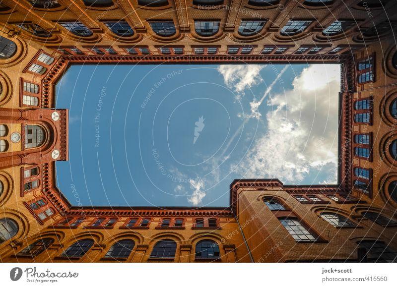 Licht im Gewerbehof Himmel Sommer ruhig Wolken Ferne Fenster Wärme Gebäude Freiheit Fassade Luft Zufriedenheit leuchten Dekoration & Verzierung elegant