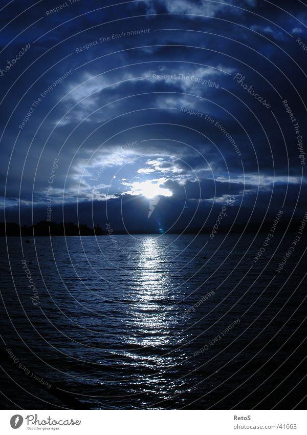 Night is waiting Wasser Ferne Stimmung Abenddämmerung